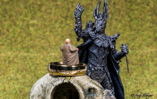 Kleiner Exhibitionist versus Sauron