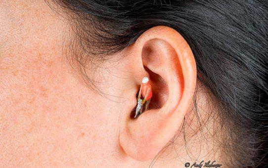 Tinnitus mit hämmernden Geräuschen im Ohr