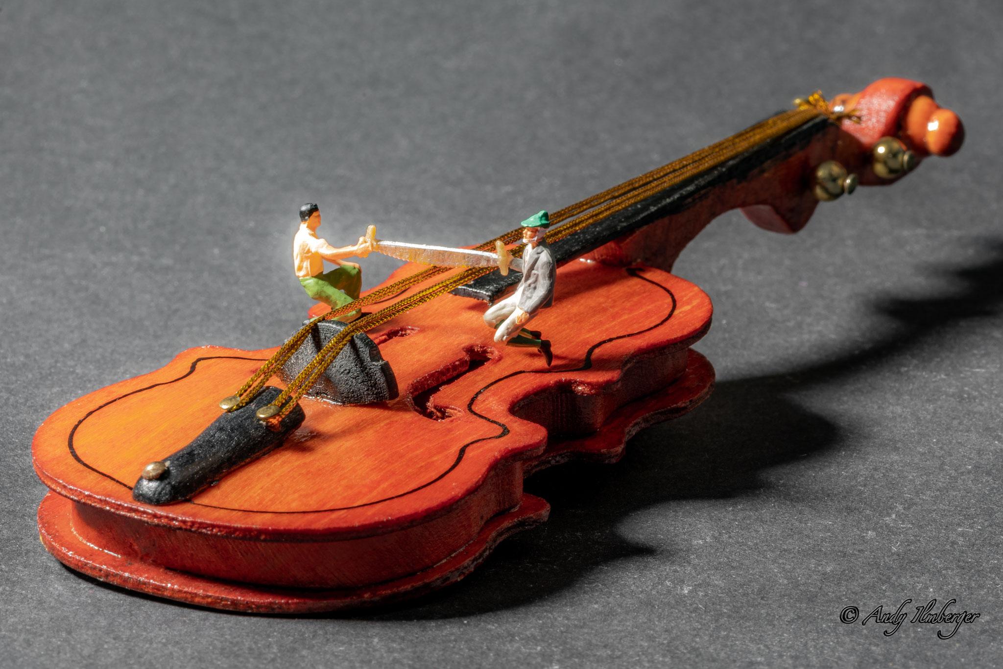 H0-Helden - Geigenspieler - H0-Figuren in Szene gesetzt von © Andy Ilmberger im Kleine-Helden.Club
