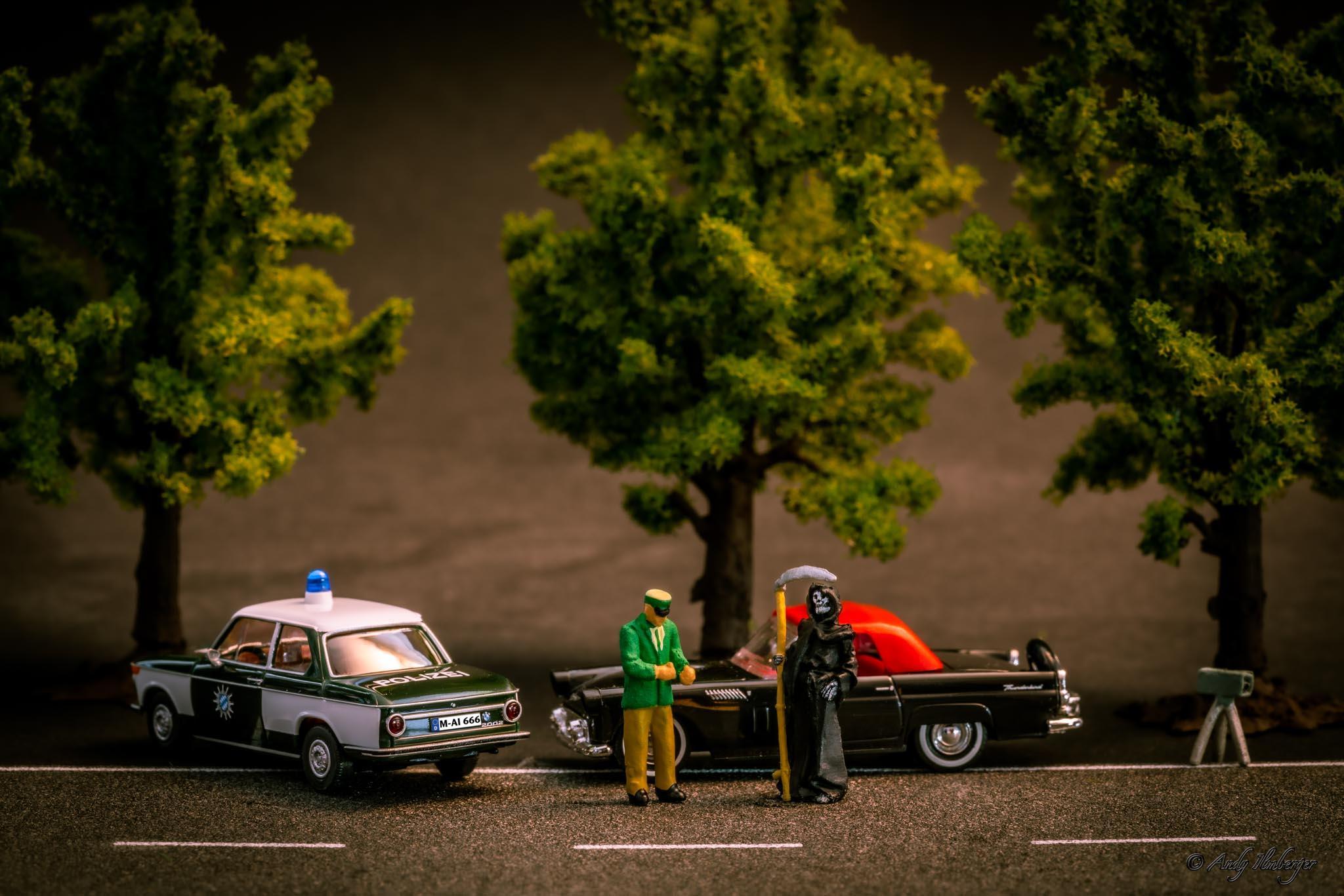 H0-Helden - Aus dem Verkehr gezogen - H0-Figuren in Szene gesetzt von © Andy Ilmberger im Kleine-Helden.Club