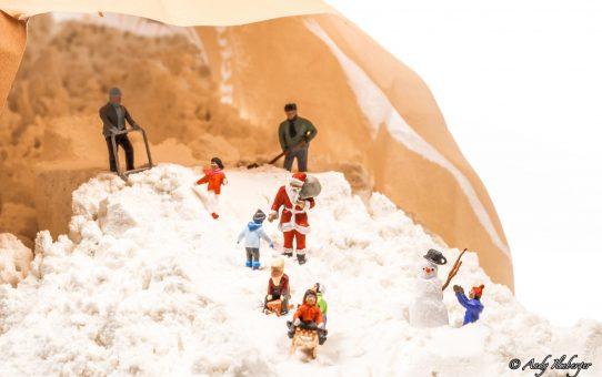 Kleine Helden feiern weiße Weihnachten