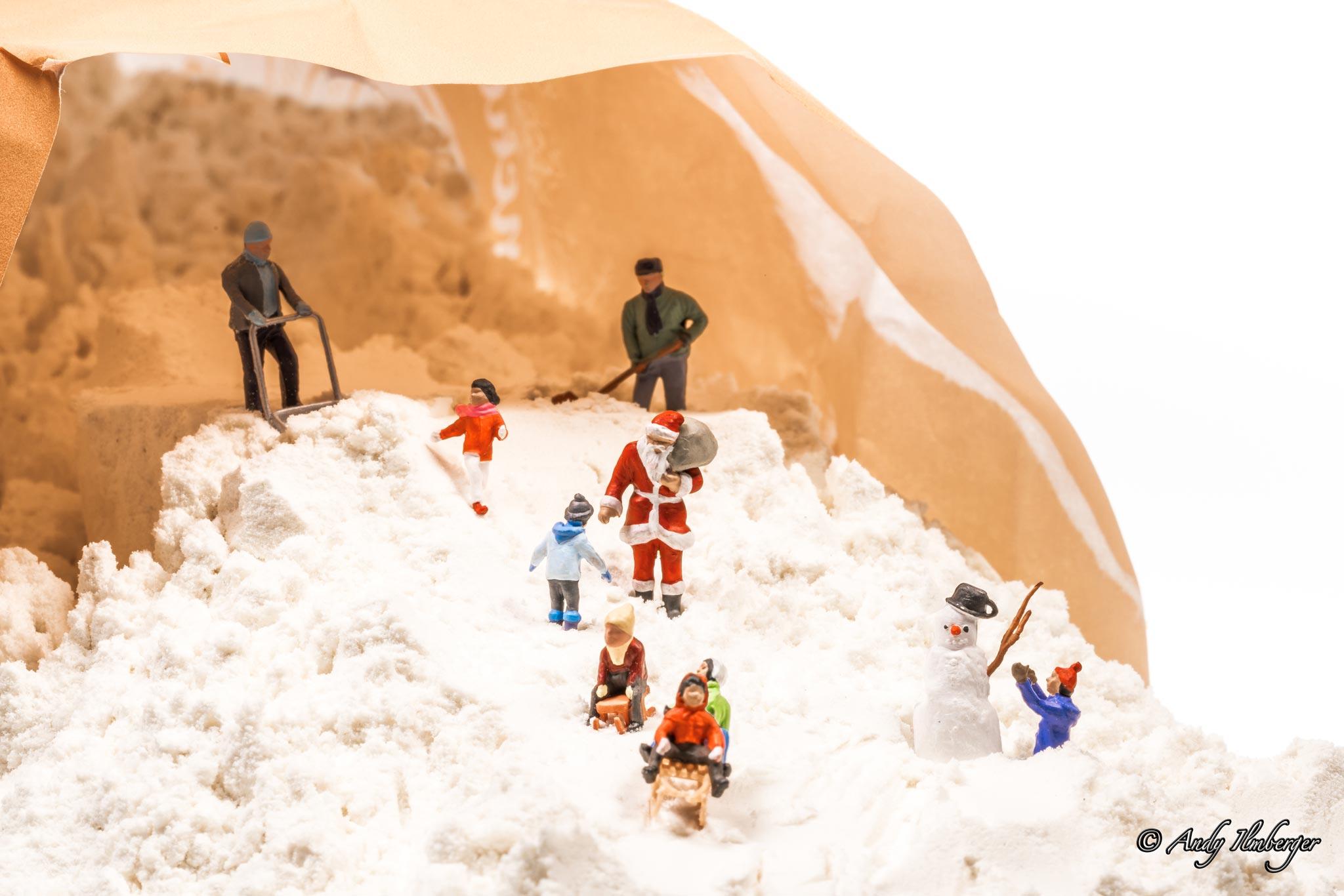 H0-Helden - Kleine Helden feiern weiße Weihnachten - H0-Figuren in Szene gesetzt von © Andy Ilmberger im Kleine-Helden.Club