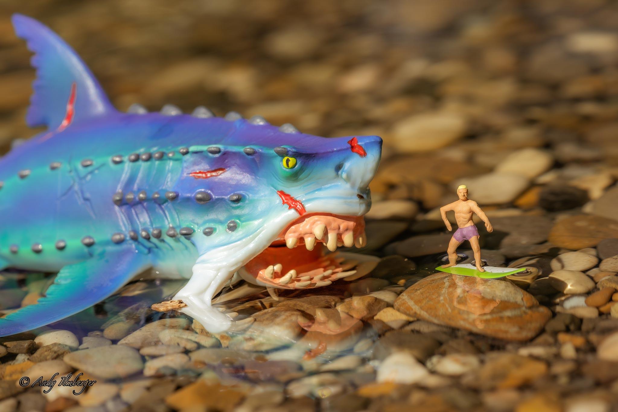 H0-Helden - Wellenreiter und Monsterhai - H0-Figuren in Szene gesetzt von © Andy Ilmberger im Kleine-Helden.Club